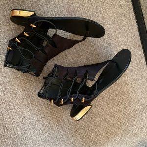 Aldo Black & Gold Gladiador Sandals size 6.5